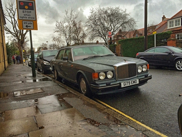 Bentley Turbo R braving the wind and rain
