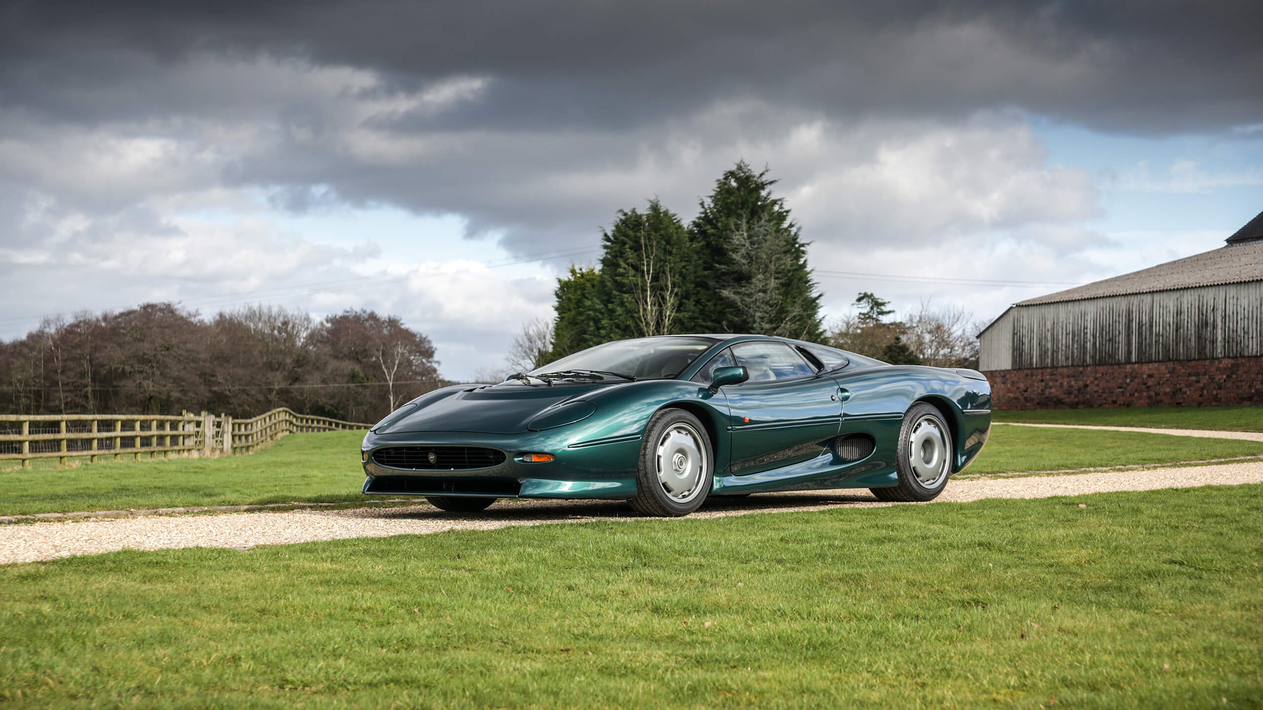 Ex-'Beurlys' Jaguar XJ220 tops Historics' £5.3m April auction